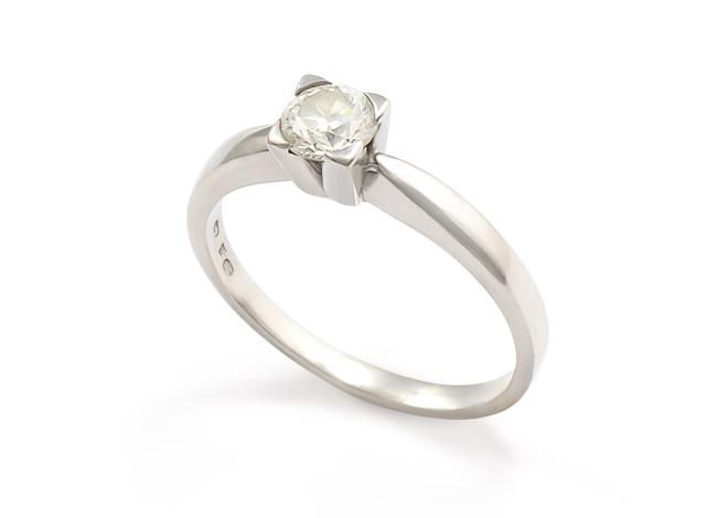 e0fbad952 PRSTEN S CENTRÁLNÍM KAMENEM | Dstones - šperky pro každou ...